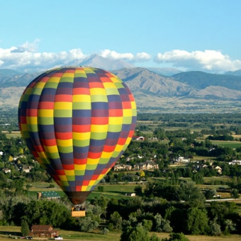 fair-winds-colorful-balloon-with-mountains